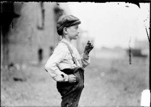 Boy_smoking_chgo_1904